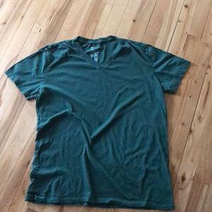 Gap forest green essential v-neck T, medium